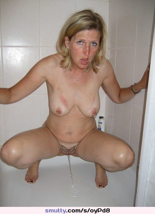 Sexy moms pissing