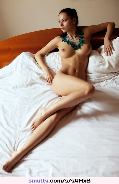 #Helga #Lovekaty #HelgaLovekaty #Pretty #gorgeous #Sexy #NakeD #Nude #Profeesional #bed #Necklace #Pose