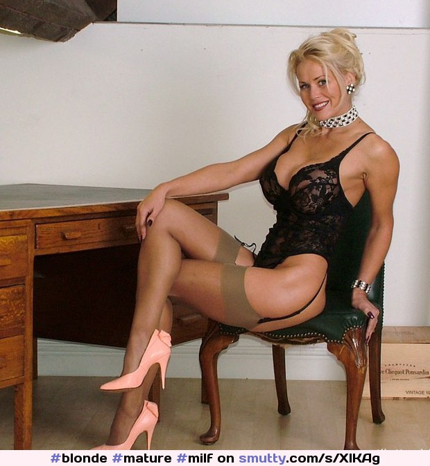 Perra encanta Milf in lace up boots lick that
