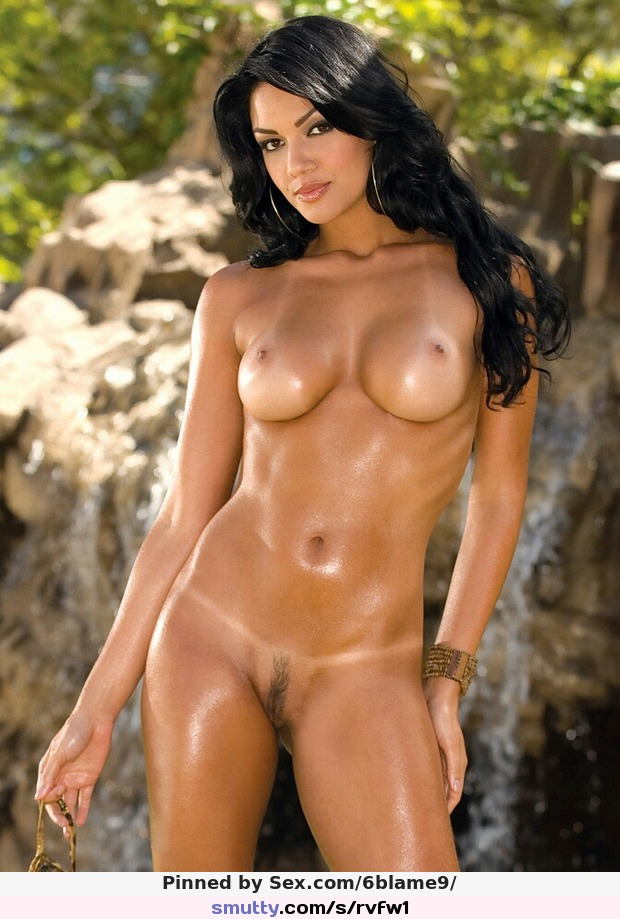 Lovely latin brunette in this hot pussy pic | smutty.com: smutty.com/s/rvfw1