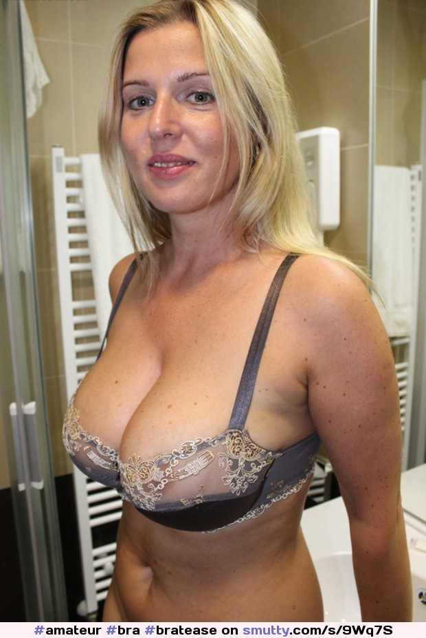 Well big tits milf in bra sexy