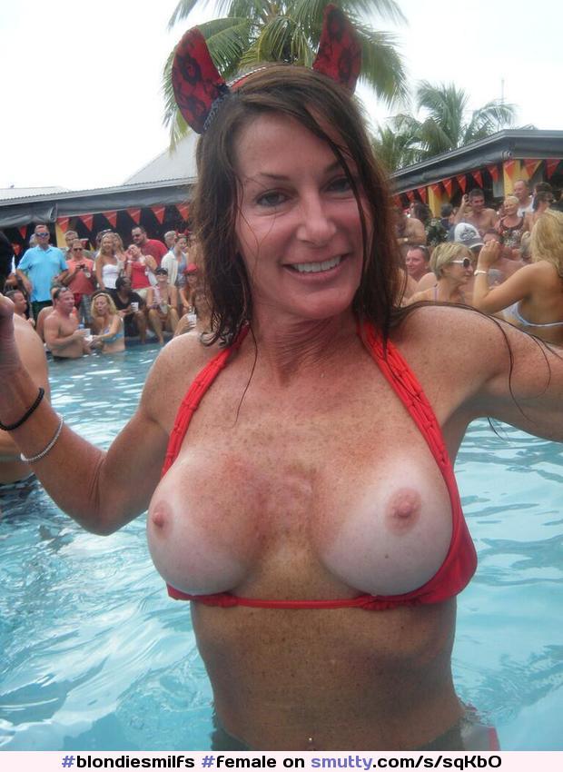 Busty wife moglie tettona naked around our house 4