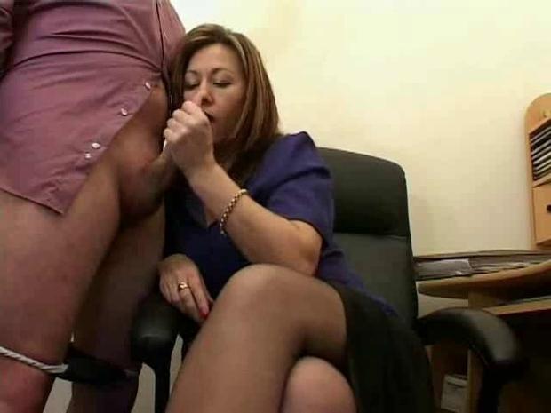 Секс начальник дрочит и кончает на секретаря — photo 10
